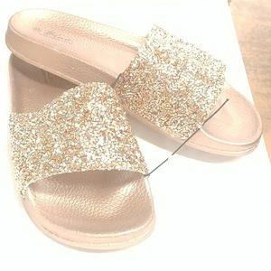 Shoes - ⭐FINAL PRICE⭐GORGEOUS SPARKLY GOLD SLIDES🍾